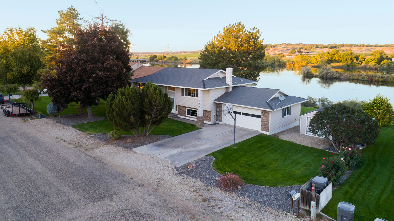Snake River Waterfront Home for Sale in Marsing ID